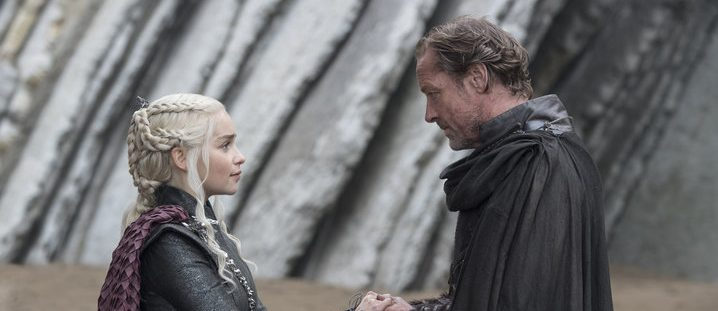 Press: Costume Designer Says Dany's Outfits Reflect 'Chemistry'