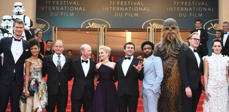 Press/Gallery: 'Solo: A Star Wars Story' Brings Chewbacca and Stormtroopers to Cannes